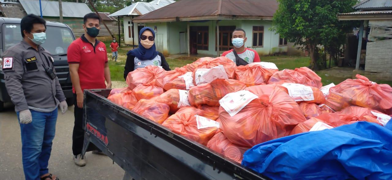Paket sembako yang siap didistribusikan ke warga di Desa Amonggedo Kecamatan Amonggedo Kabupaten Konawe. (Foto/Aw)