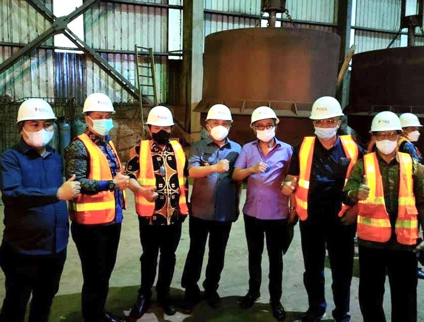 Anggota Komisi VII DPR RI bersama Bupati Konawe, Kery Saiful Konggoasa bersama pejabat Konawe lainnya saat menyambangi PT OSS.