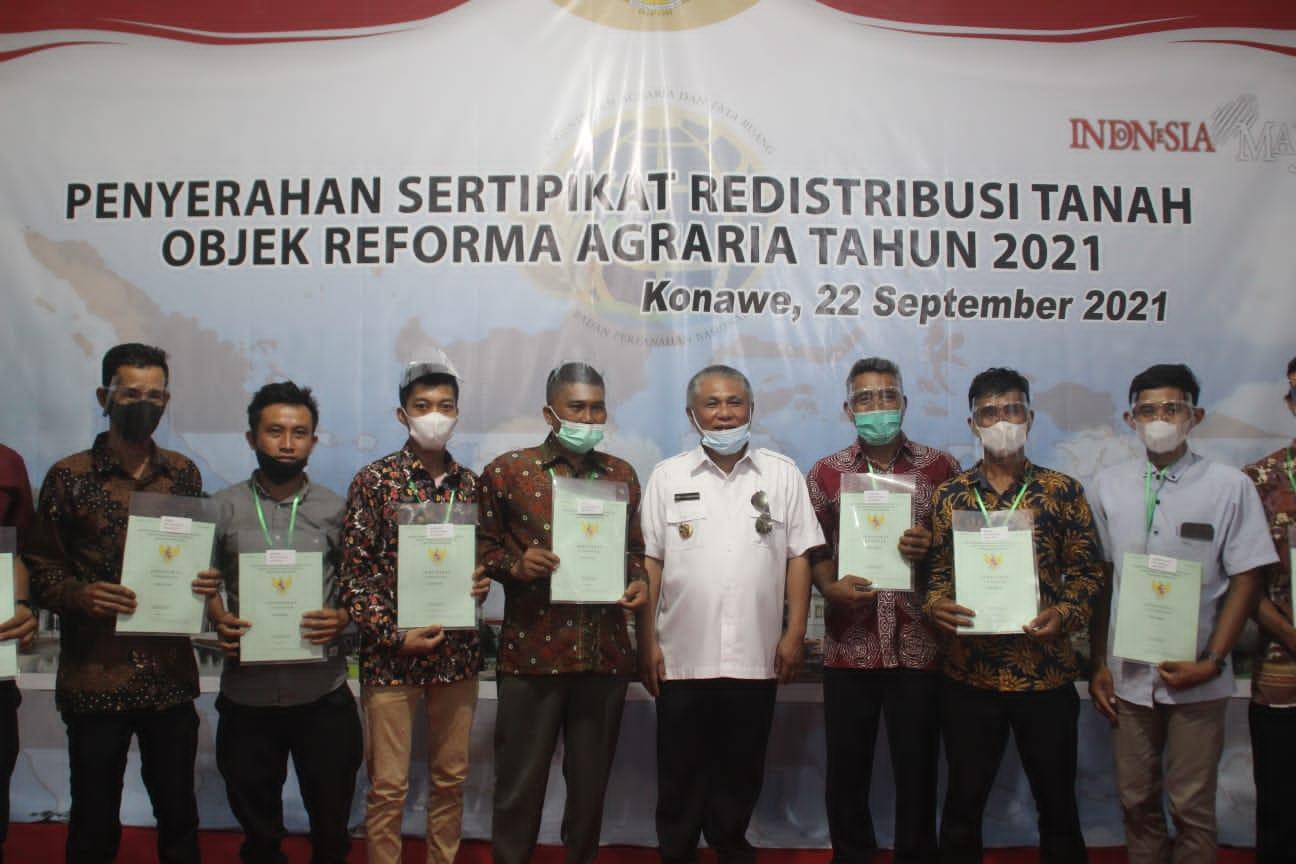 Kery Serahkan 571 Sertipikat Redistribusi TORA